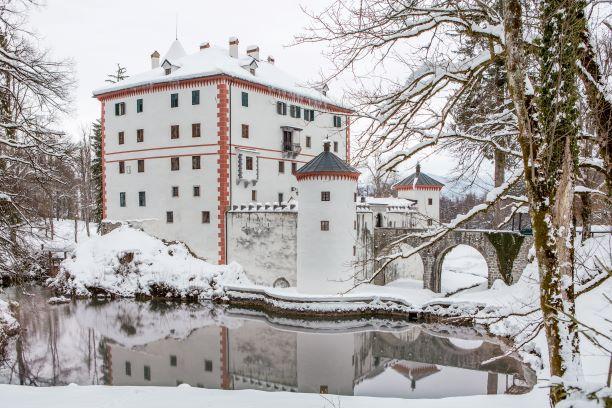 grad Snežnik zimska