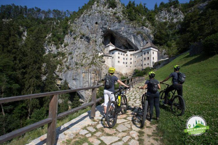Predjamski grad kolesarji