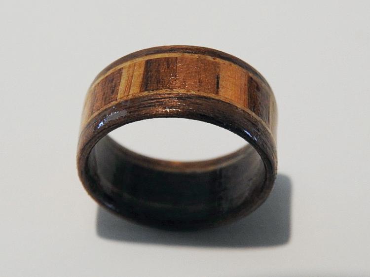 Leseni prstan